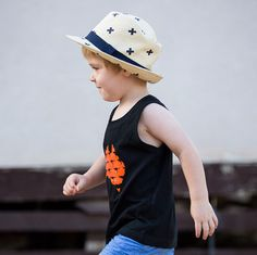 Marching onto Friday! This stylish boys Australia tank is made from organic cotton and is durable for little boys to play in! 🇦🇺