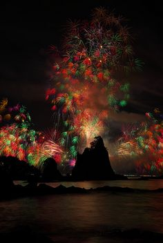 Fireworks at Nachikatsuura, Wakayama, Japan Places Around The World, The Places Youll Go, Places To Visit, Around The Worlds, Fireworks Festival, Wakayama, Fire Works, Travel Channel, Imagines
