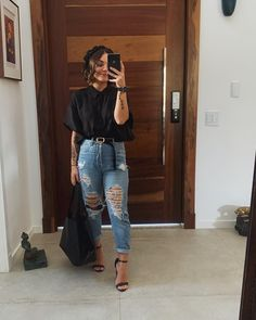 Look con jeans retro o Mom jeans: Como llevarlos Mode Outfits, Jean Outfits, Fashion Outfits, Sneakers Fashion, Cute Casual Outfits, Stylish Outfits, Casual Shorts Outfit, Hijab Outfit, Casual Wear