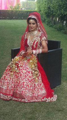 Most Popular indian wedding clothes bridesmaid saree Indian Bride Dresses, Indian Wedding Gowns, Indian Bridal Lehenga, Indian Bridal Outfits, Indian Bridal Fashion, Indian Bridal Wear, Desi Wedding, Asian Bridal, Beautiful Indian Brides
