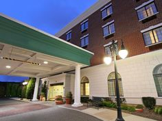 New York (NY) Hampton Inn & Suites Rockville Centre - NY Hotel United States, North America Located in John F. Kennedy International Airport, Hampton Inn & Suites Rockville Centre - NY Hotel is a perfect starting point from which to explore New York (NY). Featuring a complete list of amenities, guests will find their stay at the property a comfortable one. Facilities like free Wi-Fi in all rooms, 24-hour front desk, facilities for disabled guests, Wi-Fi in public areas, car pa...