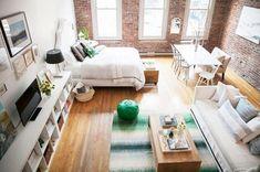 気づいたら部屋が散らかっている...!そんな人は必見です。散らからない部屋には「秘訣」があります。そのポイントとはずばり家具の配置。普段の動線を意識すれば、忙しくても散らかりにくい部屋をつくることができるんですよ。その具体策をご紹介いたします!