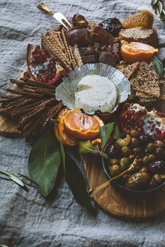 Boursin Cheese Platter | HonestlyYUM                                                                                                                                                                                 More Boursin Cheese, Charcuterie And Cheese Board, Charcuterie Platter, Cheese Boards, Cheese Fruit, Meat And Cheese, Cheese Platters, Food Platters, Kitchens