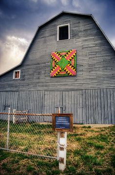 "This ""Crown of Thorns"" quilt square is part of the: Southern Middle Tennessee Resource Conservation & Development Council Quilt Trail. Barn Quilt Designs, Barn Quilt Patterns, Country Barns, Old Barns, Country Living, Painted Barn Quilts, Barn Art, American Quilt, Farm Barn"