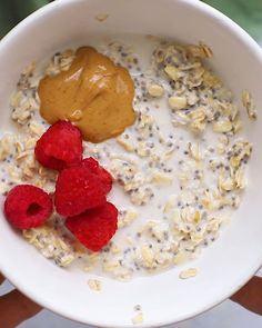 In search of a vegan overnight oats recipe that packs clean ingredients and doesnt skimp on creamy taste? This Vegan Overnight Oatmeal will quickly become your go-to overnight oats recipe. Healthy Baked Peaches, Sweet Potato Recipes Healthy, Vegan Whole30 Recipes, Ripped Recipes, Oats Recipes, Avocado Recipes, Overnight Oatmeal, Health Desserts, Breakfast Recipes