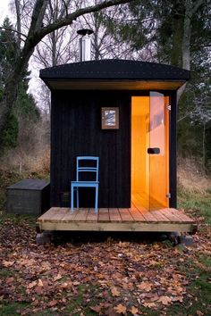 Just for fun I thought you might like this 64 sq. micro cabin that is actually used as a sauna. Yes, a sauna, but in Finland and other places in Europe having a sauna outside is a social thing. Mobile Sauna, Outdoor Sauna, Mini Loft, Sauna Design, Finnish Sauna, Cabin In The Woods, Cabins And Cottages, Shed Plans, Little Houses