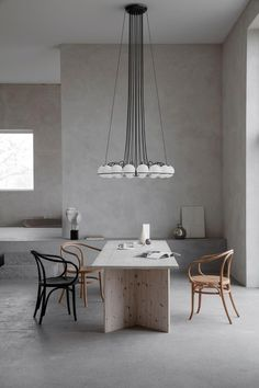 Chandelier Le Sfere Chandelier Model 2109 by Gino Sarfatti for Flos Loft Interior, Modern Interior Design, Simple Interior, Table Seating, Dining Table, Dining Room, Lighting Companies, Glass Diffuser, Interior Inspiration