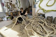 Aude Franjou creates organic tri-dimensional forms, made of hemp fiber wrapped with linen threads, which are often a part of a open dialogue with Nature. Her works can normally be found in parks and gardens, wrapping trees and houses.