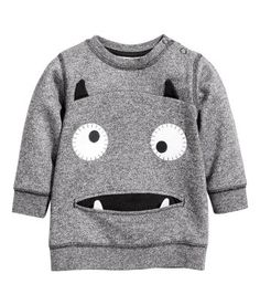 Think playful colors, peppy prints and soft cotton – find all the tops, t-shirts and onesies you need for your baby boy. Fashion Kids, Daily Fashion, Sewing For Kids, Baby Sewing, Baby Boy Outfits, Kids Outfits, Toddler Boys, Baby Kids, Sewing Clothes