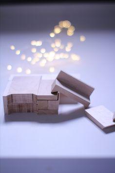 Mobilier miniature pour maison de poupée.