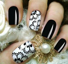 Black and white floral Gelish Nails, Manicure And Pedicure, Fancy Nails, Pretty Nails, Nails 2018, Nail Decorations, Fabulous Nails, Flower Nails, Beautiful Nail Art