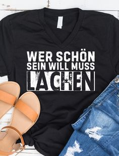 Wer schön sein will muss lachen :-) Der Passende Spruch am Shirt jeder Frau Bible Quotes, Words Quotes, Bible Verses, Citations Yoga, Ex Love, Love Spells, S Shirt, Stupid Funny Memes, Good Thoughts
