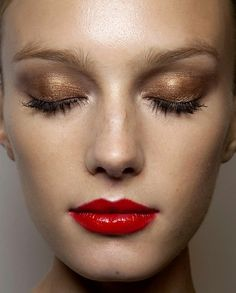 How to Wear Gold Makeup This Holiday Season Without Going Overboard | Beauty High