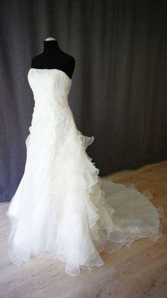 201605 016 1 One Shoulder Wedding Dress, Wedding Dresses, Fashion, Bride Dresses, Moda, Bridal Gowns, Fashion Styles, Weeding Dresses, Wedding Dressses