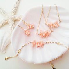 ハワイアンコーラルブレスレット Handmade Accessories, Jewelry Accessories, Handmade Jewelry, Jewelry Design, Coral Jewelry, Gemstone Jewelry, Beaded Jewelry, Diy Necklace, Beaded Earrings