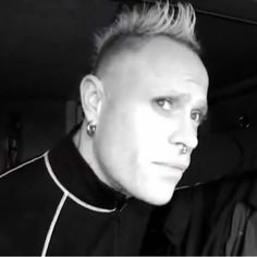 Keith Flint Argentina 🔥🐜🇦🇷さんはInstagramを利用しています:「If only we could go back in time ... 🖤 #keithflint #keefflint69to19」 The Music Man, Man Go, Back In Time, Electronic Music, Music Artists, Love Him, Beautiful People, Dancer, Piercings
