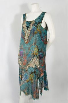 Flapper Dress: ca. multi-colored devoré velvet cut to a ground of teal green silk chiffon, neckline and hipline are accented with inserts of beaded metallic lace. 30s Fashion, Art Deco Fashion, Fashion History, Vintage Fashion, Fashion Design, Flapper Fashion, Edwardian Fashion, Gothic Fashion, 1920s Outfits