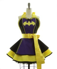 Purple, black, and yellow, oh my! This apron features an awesome three piece bodice with piping and an handdrawn, handpieced appliqued bat.....we