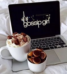 The lazy days with chocolate and gossip girl. You know,you love me XOXO Gossip Girl Gossip Girls, Gossip Girl Jenny, Tv Sendungen, Lazy Days, Macaron, Girly Things, Food And Drink, Relax, Photos