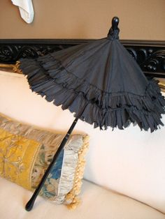 Love this vintage parasol. I have one that looks almost like this one. Only difference is that I have one layer of ruffles. Colorful Umbrellas, Umbrellas Parasols, Lace Bag, Vintage Umbrella, Vintage Fans, French Silk, Vintage Accessories, Nice Dresses, Victorian