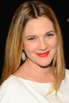 Drew Barrymore at the 2014 People's Choice Awards http://beautyeditor.ca/2014/01/09/peoples-choice-awards-2014/
