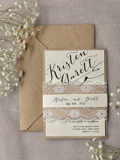 Dentelle rustique faire-part de mariage, Invitations de mariage de calligraphie, Invitation de mariage de dentelle recyclé, Belly Band Invit...