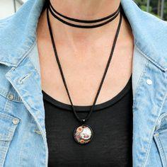 #Halskette aus schwarzem Leder mit Anhänger.… Boulevard, Pendant Necklace, Instagram, Handmade, Jewelry, Women, Fashion, Black Leather, Neck Chain