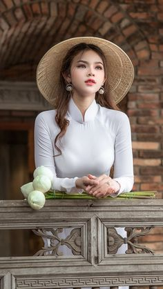 Behind the strong woman are the storms of life that cannot be shared — Steemit Vietnamese Traditional Dress, Vietnamese Dress, Traditional Dresses, Vietnam Girl, Cute Girl Photo, Beautiful Girl Indian, Ao Dai, Sexy Asian Girls, Asian Fashion