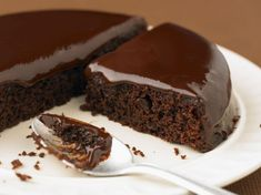 Discover the recipe Chocolate cake with ganache on cuisineactuelle. Romantic Desserts, Cake Pop Maker, Number Cakes, Almond Cakes, Dessert Drinks, Drip Cakes, Homemade Cakes, Something Sweet, Chocolate Cake