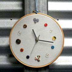 Cute DIY Clock.... Use shells from beach!