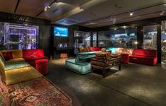 De mooiste vloer voor hotel, winkel of kantoor? Brandt Design Flooring  is al ruim 20 jaar Bolon partner voor de Benelux. Start uw project met een BOLON vloer