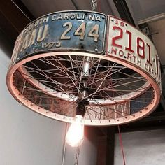 DIY lamp: 76 super cool crafting ideas- DIY Lampe: 76 super coole Bastelideen dazu A super creative DIY lamp from car license plate - Luminaire Original, Deco Originale, Man Cave Garage, Car Garage, Garage Art, Diy Chandelier, Chandelier Creative, Metal Art, Home Projects