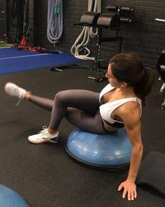 Simple but FIRE 30seconds each NO REST! 4 rounds www.alexia-clark.com #alexiaclark #queenofworkouts #sundayfunday #workout #fit