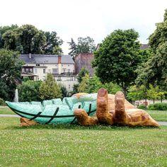 Die Arche mit der haltenden und schützenden Hand #glasarche #zeitz #park #schlossmoritzburg #kunstimöffentlichenraum