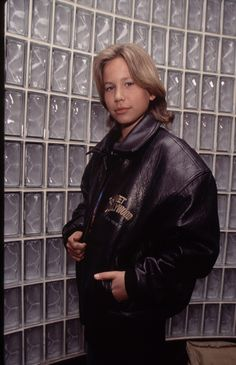 Jonathan Taylor Thomas, - WVC Library - Source by clothes canada Andy Lecompte, 1990s Fashion Trends, Jonathan Taylor Thomas, Young Actors, Fashion Images, Amazing Women, Hair Clips, Celebs, Clothes For Women