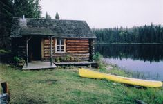 Small log cabin in the great outdoors, next to the water. Small Log Cabin, Little Cabin, Log Cabin Homes, Cozy Cabin, Small Cabins, Lake Cabins, Cabins And Cottages, Le Havre, Cabins In The Woods