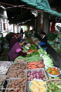 Vegetable market in Deqin. Tibetan Yunnan (Southern China) CHINA.