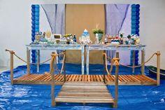 """Essa comemoração com o tema """"Marinheiro de Primeira Viagem"""" foi organizada pela Festejar, de Ubatuba (SP). As cores principais são verde e âmbar, além do azul, claro, e pequenos detalhes nas outras tonalidades. Também foram usados materiais naturais como juta e redes de pesca para a decoração"""