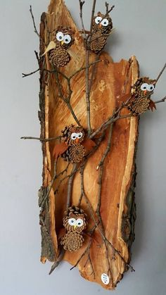 Christmas decoration house entrance - sowy / szyszki / owl / cone / fall - table entrance decoration The Effective Pictures We O Pine Cone Art, Pine Cone Crafts, Pine Cones, Owl Crafts, Diy And Crafts, Crafts For Kids, Christmas Decorations For The Home, Nature Crafts, Wood Art