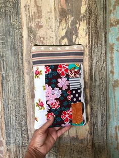 Planner Bag by LowlandOriginals on Etsy Pencil Bags, Patchwork Bags, Travelers Notebook, Small Bags, Moleskine, Beautiful Bags, Crochet Projects, Christmas Holidays, Fabric