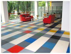 Grenzenlose Farben- Vielfalt. Mit diesen neuartigen bedruckbaren Bodenfliesen ist das alles kein Problem mehr. Interior Decorating, Contemporary, Cool Stuff, Rugs, Home Decor, Flooring Tiles, Ideas, Farmhouse Rugs, Interior Design