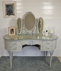 Shabby Chic Vintage Dressing Table with 3 Mirrors - FREE UK DELIVERY