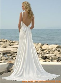 Robe de mariée. I love the back of thus dress