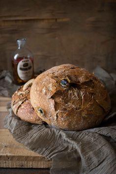 Vollkorn-Oliven-Brot