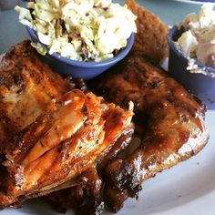 Straight off #venicebeach and ready for some #BBQ. Just at #babybluesbbq for some #smoked chicken with #potatosalad #coleslaw and #cornbread #yummy #smokeystateside #santamonica