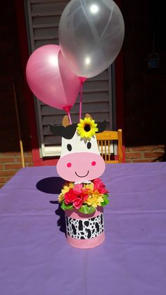 Farm Birthday Cakes, 2nd Birthday Party For Girl, Country Birthday Party, Farm Animal Birthday, Farm Themed Party, Farm Party, Barnyard Cake, Birthday Decorations, Farm Birthday
