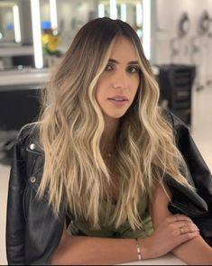 Blonde Hair Looks, Honey Blonde Hair, Blonde Hair With Highlights, Brunette Going Blonde, Brown Hair Balayage, Hair Color Balayage, Light Hair, Grunge Hair, Bad Hair