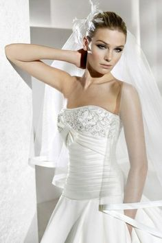 Strapless application Satin Ball Gown Wedding Dress