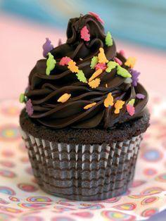 Chocolate Cupcake Recipe – Cake Recipes Dishes – Recipes – New Cake Ideas Chocolate Dipped Fruit, Chocolate Cupcakes, Chocolate Recipes, Cupcake Decoration, Pasta Cake, New Years Cookies, Spring Cupcakes, Wedding Cakes With Cupcakes, New Cake