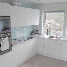 The kitchen that is top-notch white kitchen , modern kitchen , kitchen design ideas! New Kitchen Cabinets, Old Kitchen, Kitchen Countertops, Kitchen Ideas, Kitchen Inspiration, Kitchen Sinks, Laminate Countertops, Rustic Kitchen, Kitchen Post